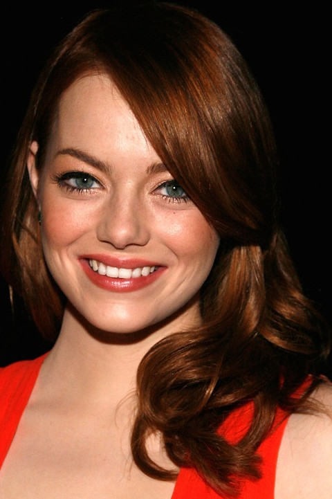 Emma Stone Hairstyles: Fabulous Side-swept Medium Curls
