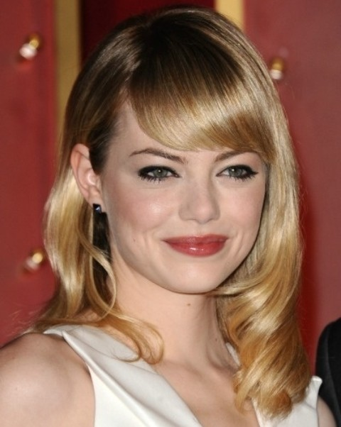 Emma Stone Hairstyles: Medium Wavy Haircut with Shades