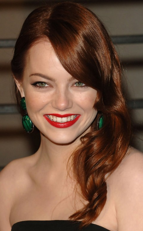 Emma Stone Hairstyles: Retro-chic Side-swept Long Curls