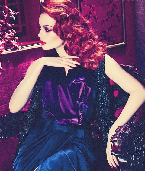 Emma Stone Hairstyles: Vintage Long Curls