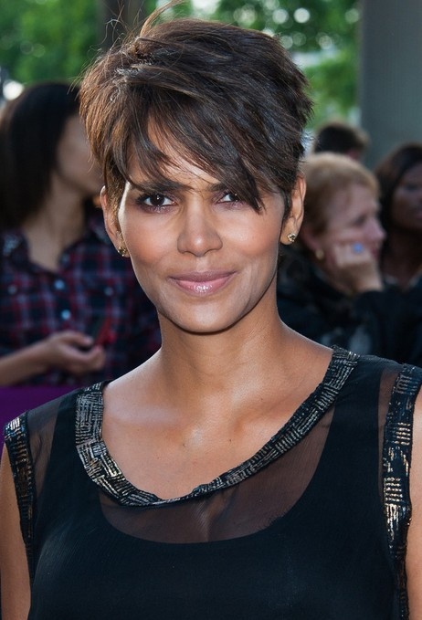 Halle Berry Short Hairstyles – Layered Razor Cut for 2014 | Pretty ...