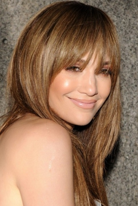 Jennifer Lopez Hairstyles: Adorable Straight Haircut for Young Women