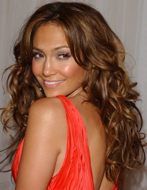 Jennifer Lopez Hairstyles: Alluring Center-parted long Curls