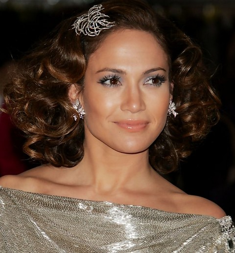 Jennifer Lopez Hairstyles: Elegant Brunette Medium Curls