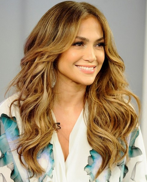 Jennifer Lopez Hairstyles: Fascinating Long Wavy Hairstyle