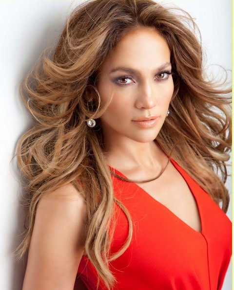 Jennifer Lopez Hairstyles: Feminine Center-parted Loose Curls