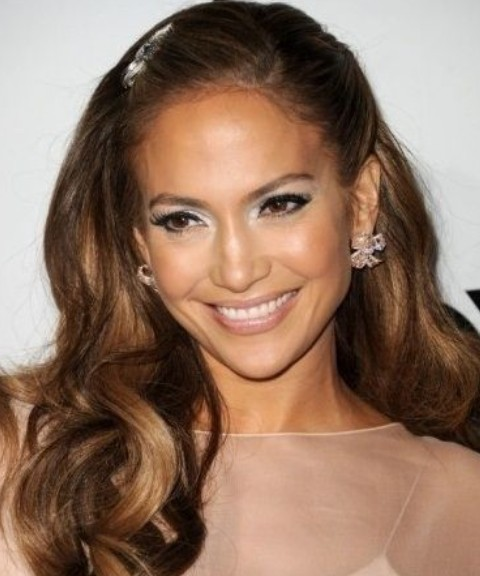 Jennifer Lopez Hairstyles: Melting Textured Wavy Haircut for Party