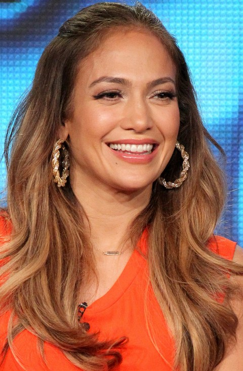 Jennifer Lopez Hairstyles: Pretty Long Wavy Haircut for Oval Face Shape