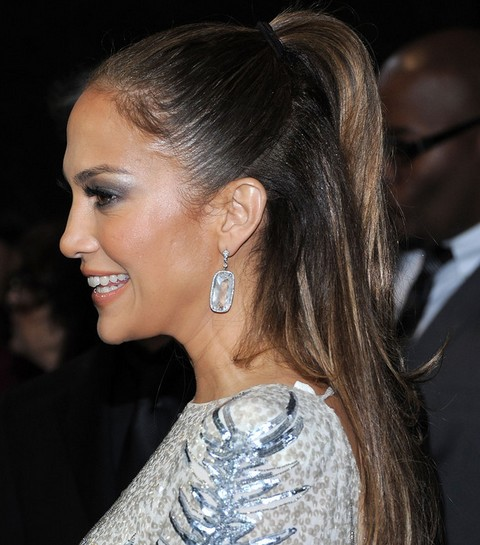Jennifer Lopez Hairstyles: Side-swept Classy Half-up Half Down Haristyle for Younger Women