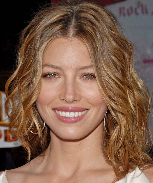 Jessica Biel Medium Length Hairstyle: Haircut with Curly Locks
