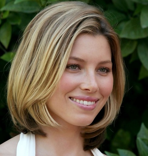 Jessica Biel Mid-Length Hairstyle: Blonde Bob with Side-parting