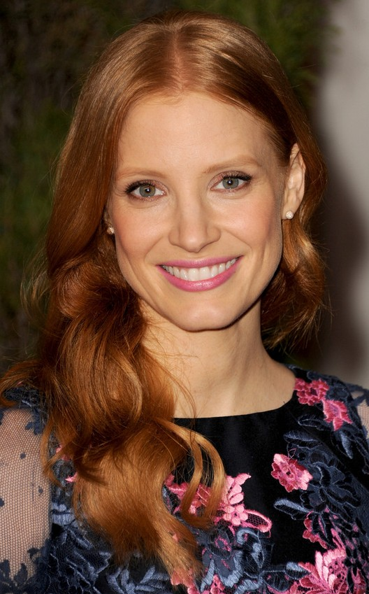 Jessica Chastain Long Hairstyle: Curls for Holidays