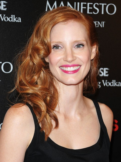 Jessica Chastain Long Hairstyle: Waves with Long Side Part