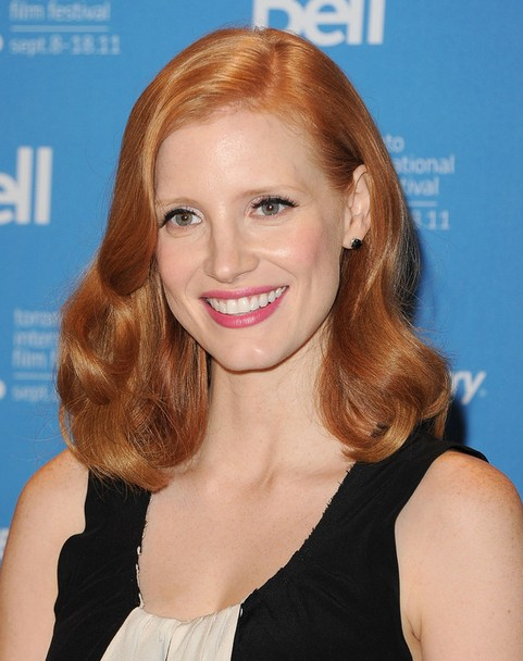 Jessica Chastain Mid-length Hairstyle: Curls with Side Parting