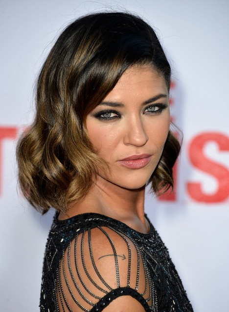 Jessica Szohr Short Hairstyles 2014 – Dark Hair with Subtle Golden