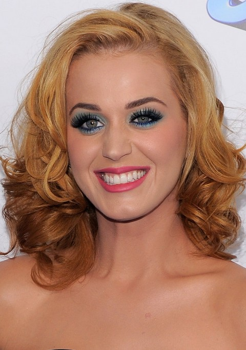 Kat Perry Hairstyles: Side-parted Medium Curls for Golden Hair