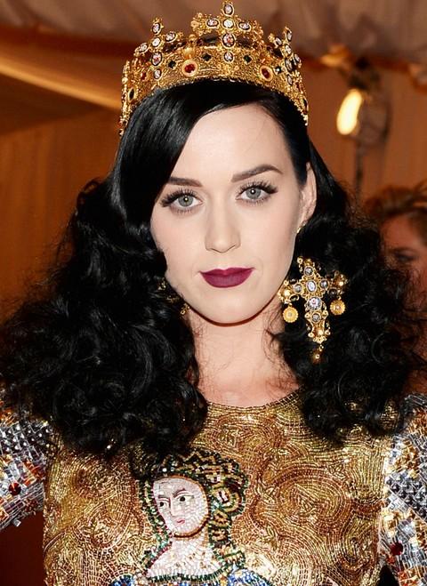 Kat Perry Hairstyles: Stylish Voluminous Medium Curls