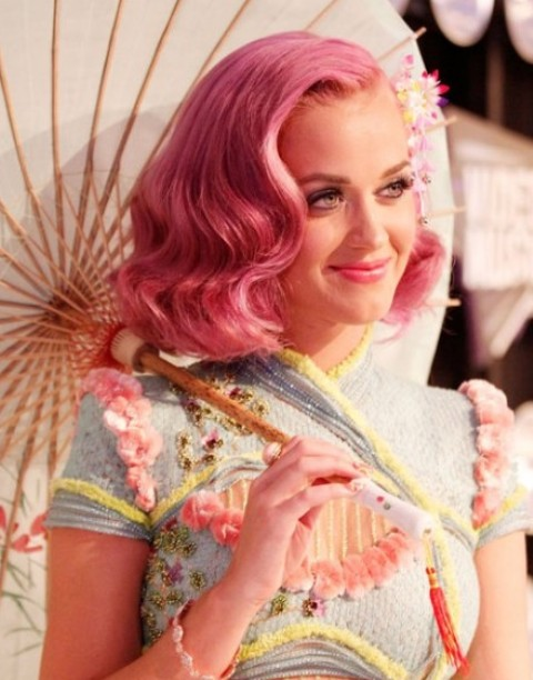 Kat Perry Hairstyles: Sweet Side-Parted Wavy Haircut for Pink Hair
