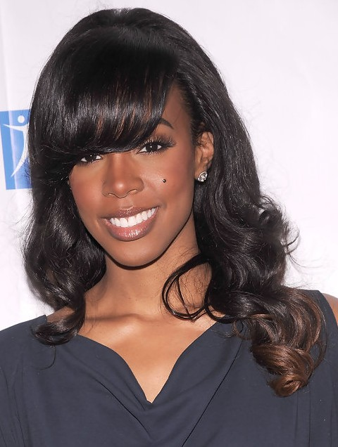 Kelly Rowland Hairstyles: Pretty Long Curls with Bangs