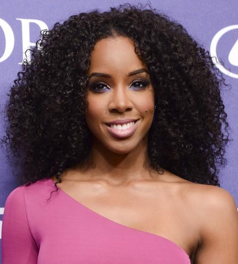 Kelly Rowland Hairstyles: Sassy Voluminous Long Curls