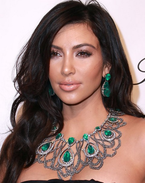 Kim Kardashian Hairstyles: Sexy Long Curls
