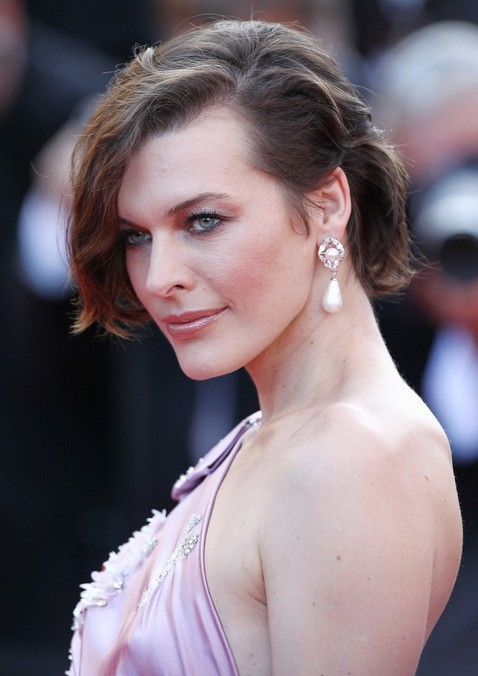Milla Jovovich Hairstyle for Women - Simple Casual Chin Length Bob Cut