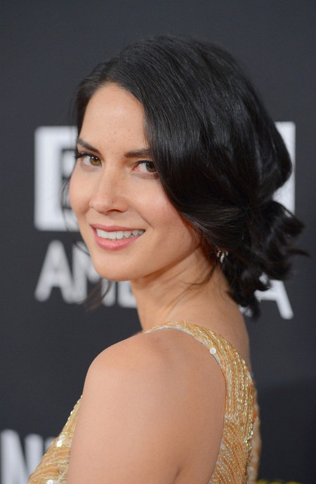 Olivia Munn Hairstyle: Short Curly Ponytail