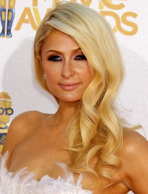 Paris Hilton Hairstyles: Blonde Side-swept Curls