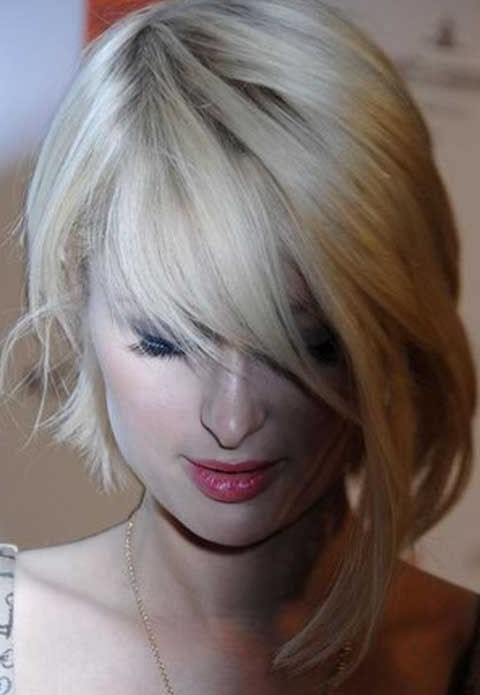 Paris Hilton Hairstyles: Tremdy Asymmetric Short Haircut