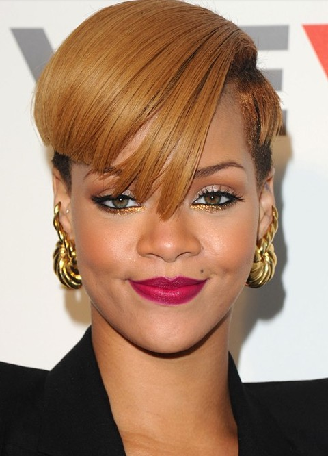 Rihanna Hairstyles rihanna hair cut rihanna hairstyles transformation Rihanna Hairstyles Aysmetric Short Haircut