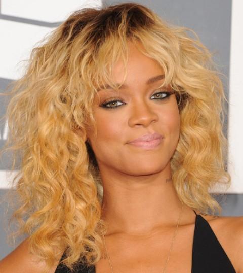Rihanna Hairstyles: Sassy Blonde Medium Curls
