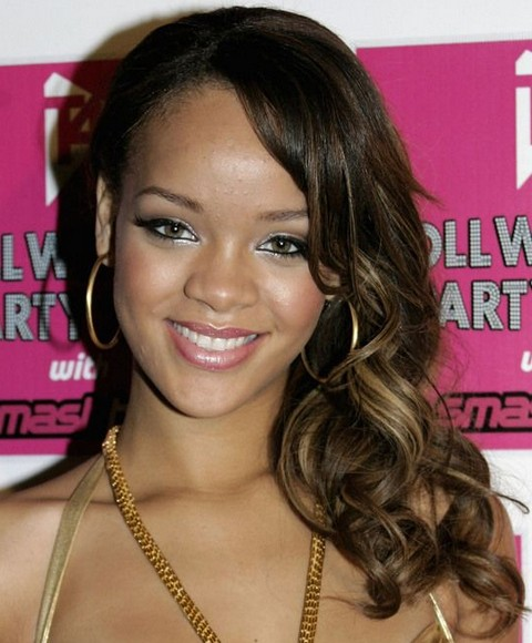 Rihanna Hairstyles: Sweet Side-Swept Medium Curls with High lights