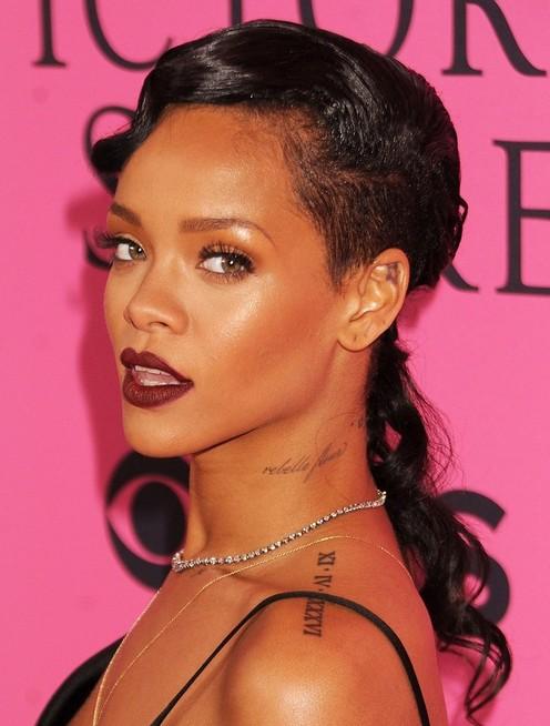 Rihanna Long Hairstyles: Curly Hair - Pretty Designs