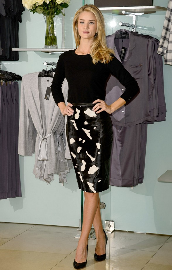 Rosie Huntington-Whiteley Long-sleeve Sweater with an Abstract-print Pencil Skirt