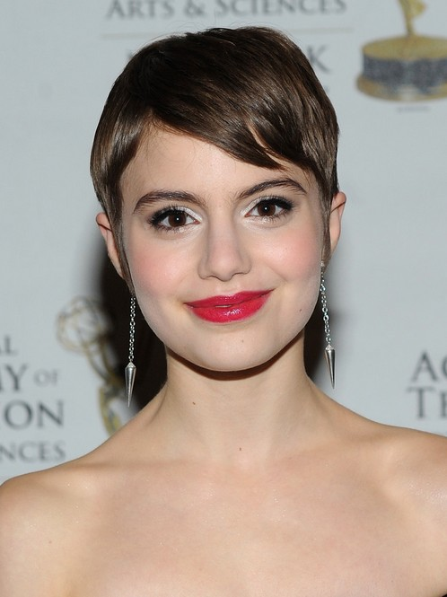 Sami Gayle Short Hairstyle with Side Bangs - Short Pixie Hairstyle for Round Faces