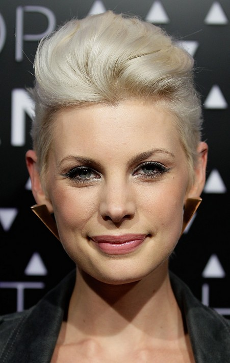 Short Blonde Quiff Hairstyle for Women