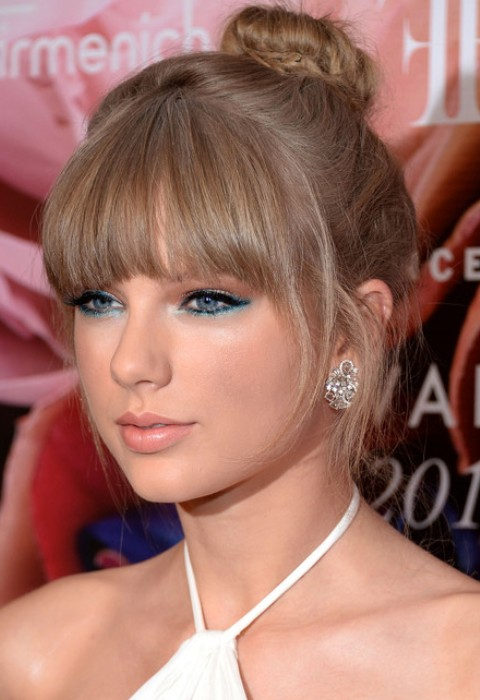 Taylor Swift Hairstyles: Adorable Classic Bun for All Face Shapes