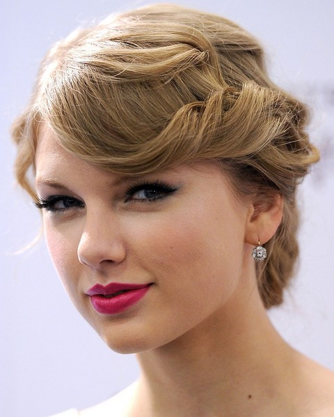 Taylor Swift Hairstyles: Elegant Loose Bun For Older Women