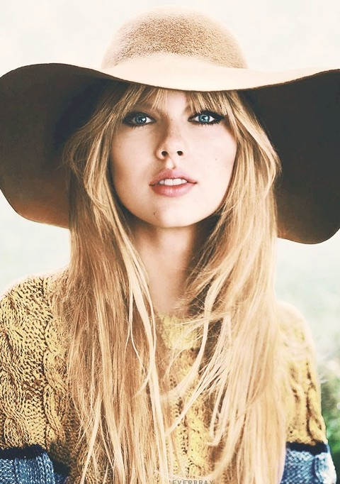 Taylor Swift Hairstyles: Natutal Straight Layered Haircut