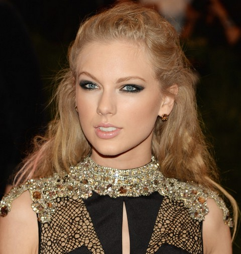 Taylor Swift Hairstyles: Romantic Half-up Half-down for Any Occasion