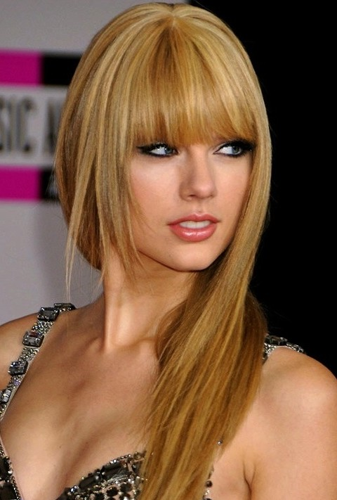 Taylor Swift Long Straight Hairstyles: Gloden Layered Cut