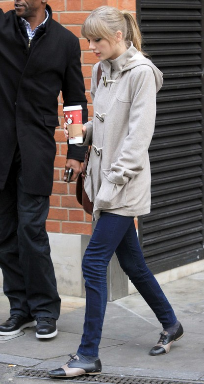 Taylor Swift's Flat Oxfords-Black & Beige