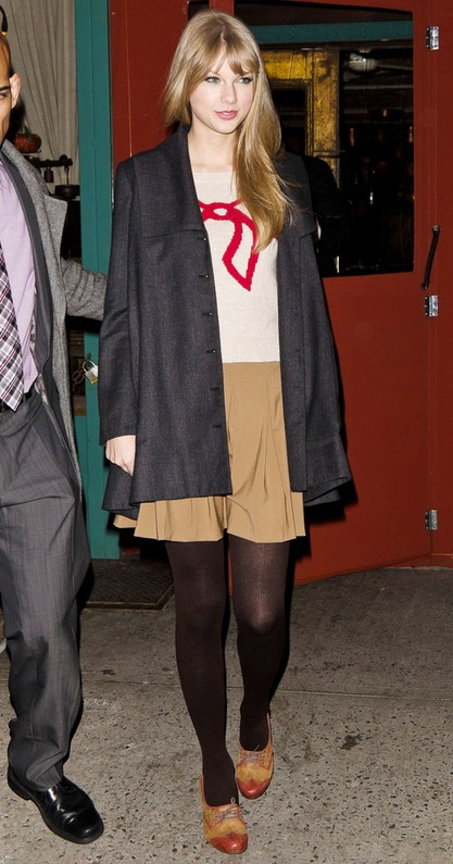 Taylor Swift's Flat Oxfords-Brown & Red