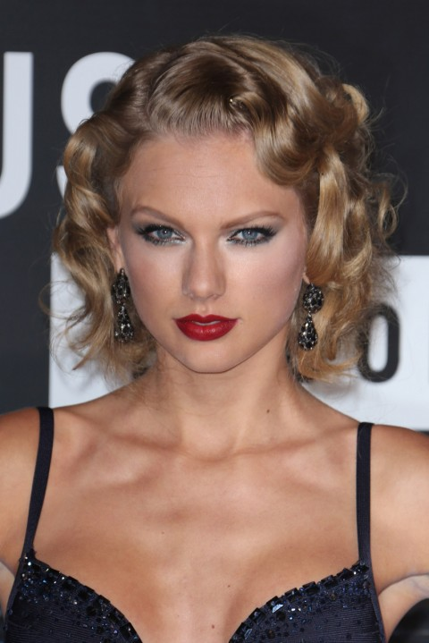 Taylor-Swift's short hairstyles