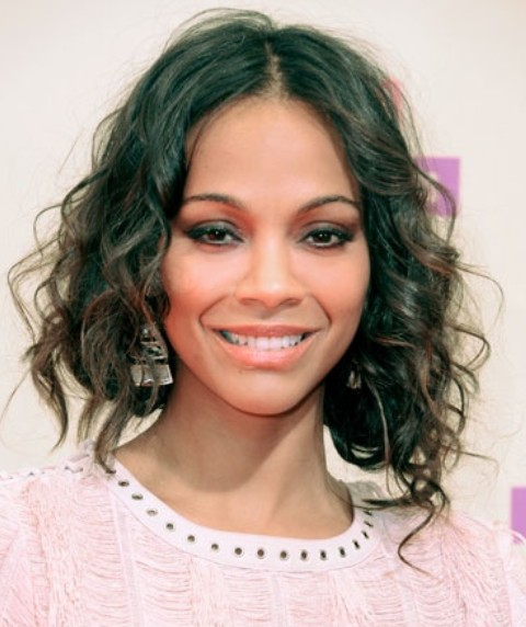 Zoe Saldana Hairstyles: Stylish Medium Wavy Hairstyle