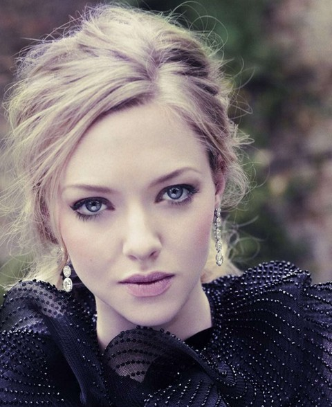 Amanda Seyfried Hairstyles: Messy Updo - Pretty Designs