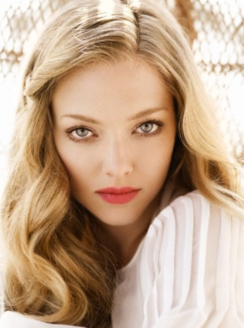 Amanda Seyfried Hairstyles: Sweet Long Curls