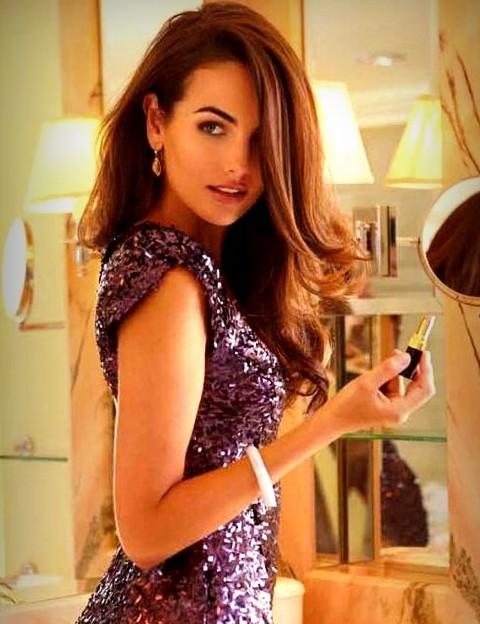 Camilla Bella Hairstyles: Stylish Wavy Haircut