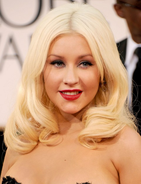 Christina Aguilera Hairstyles: Adorable Medium Curls
