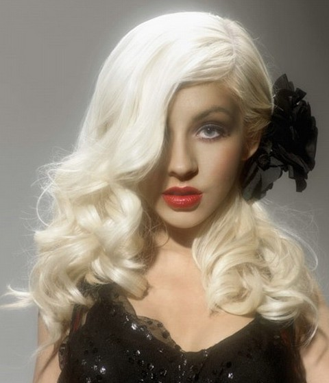 Christina Aguilera Hairstyles: Adorable Side-parted Curls